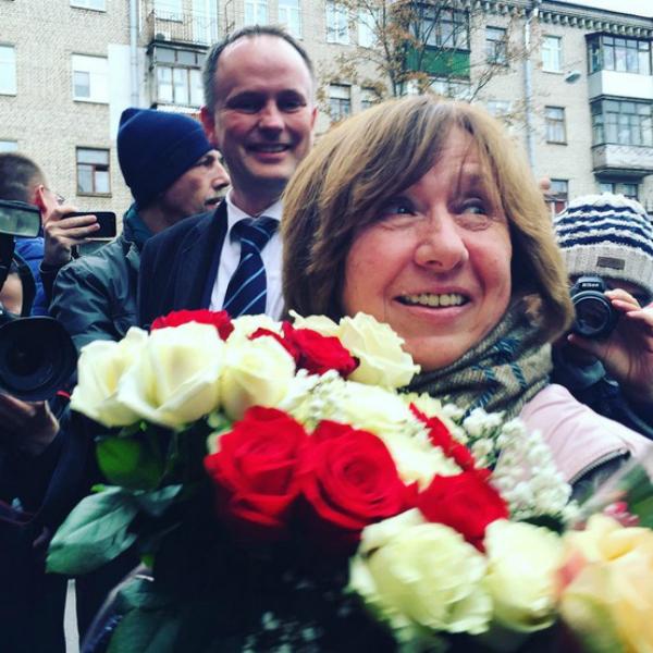 Svetlana Alexievich - Lulet e Nobelit 2015
