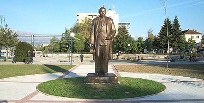 Monumenti i Mitrush Kutelit - Pogradec