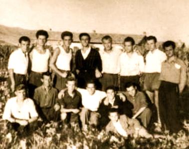Lazër Radi midis të interrnuarve - Kampi i Savres 1954