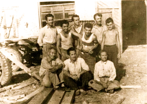 Lazer Radi i pari majtas ne ofiçinen e Plugut 1963