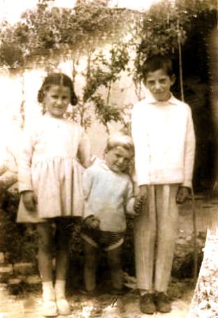 Saver 1966 - Dita e Pashkeve - tre femijet e Lazer Radit Jozef, Adriana dhe Luçian