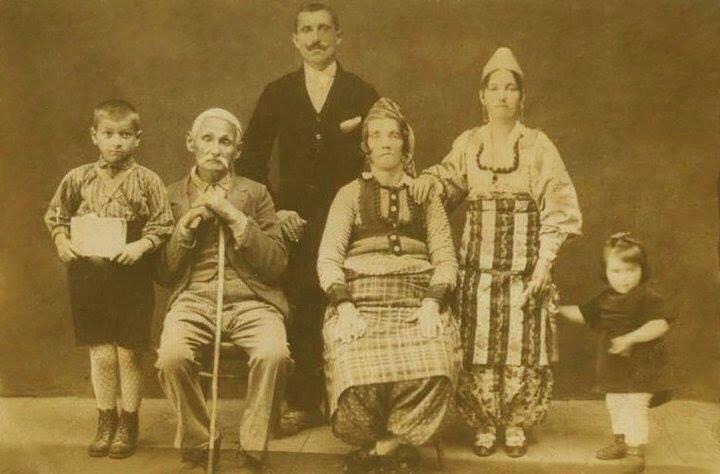 Familja Radi - Pizren 1921 - Lazër Radi, Prend Çup Radi, Gonxhe (Vila) Radi. Mark Radi e shoqja dhe File Radi