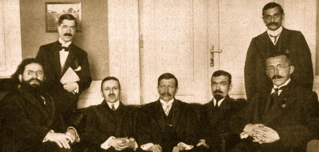 Dervish Hima, Mark Kakarriqi, Faik Konica, Stefan Curani, Fan Noli, Masar Toptani, Hilë Mosi në Kongresin e Triestes, Itali, 1913.
