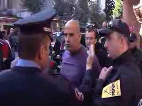 Permbaruesi Baftjar Nela - perballe policise
