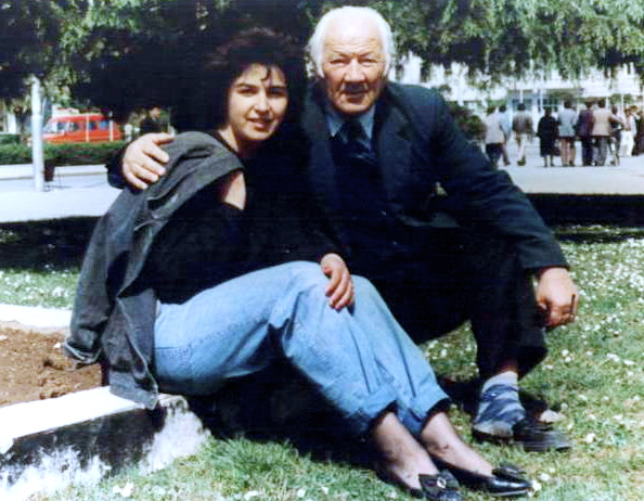 Lazër Radi dhe gazetarja Genta Popa - Tiranë 1994