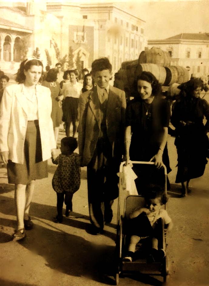 Viktore Radi, me kunatin Balto dhe Roza me Alfredin e Ferdinandin - Tiranë 1945