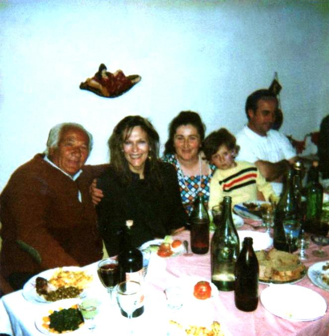 Lazër Radi, Rada Anderman, Vera Kuqeshi e bika, dhe shoqëruesi i Sig. shtetit Agron … Savër, 3 maj 1990