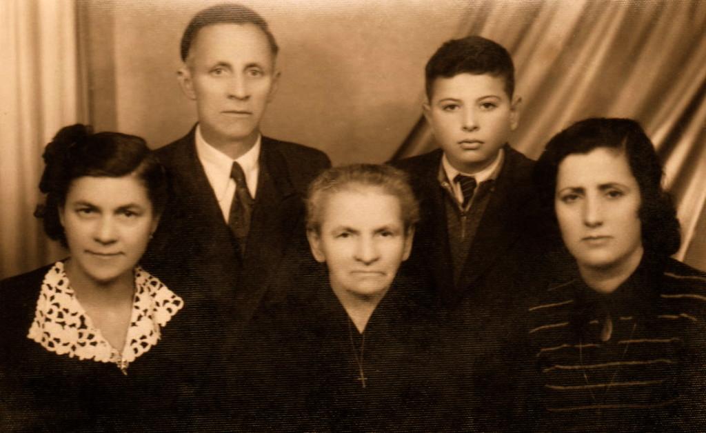 Familje  e Anton Radit, Stefa, e ema, Alfredi, Viktoria  - Tiranë 1950
