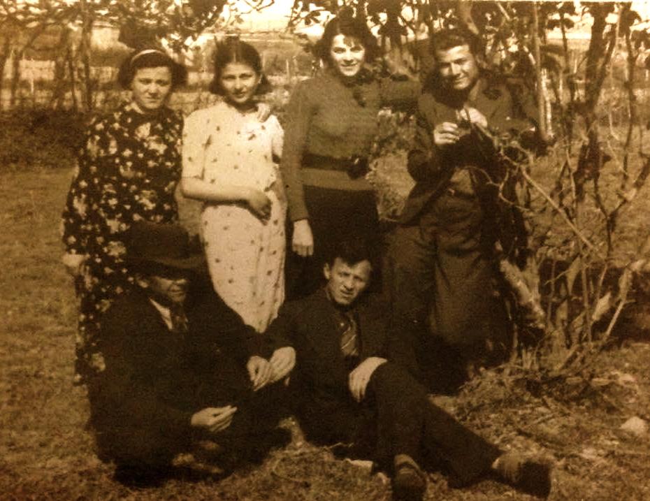 Tre vellezerit dhe Motra dhe e shoqja e Antonit Stefa...Lazër, Anton, Balto e  Gjyliana Radi. Durrës 1938