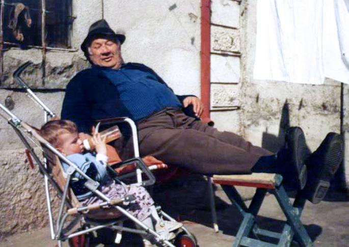 Lazri me nipin nji mbasdite vjeshte - Tirane 1995
