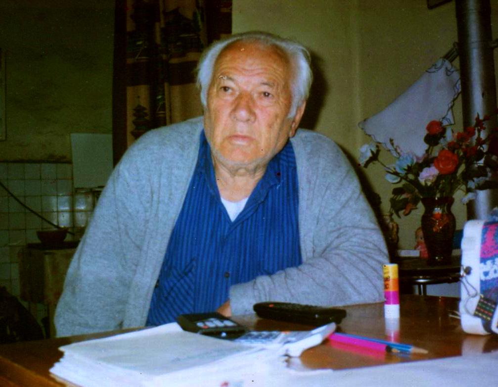 Lazer Radi... gjithnji me libra dhe dorshkrime perpara