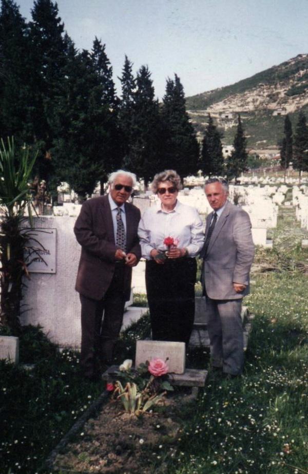 Lazёr Radi, Drita Ivanaj e L. Leka  te varri i Mirash Ivanajt - Tiranё, shtator 1992