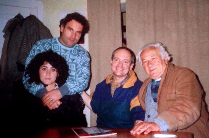 Vizitё nё shtёpinё e Lazёr Radit miqtё e tij: Robert Elsie, Visar Zhiti dhe Eda Agaj - Zhiti - Tiranё, Mars 1993