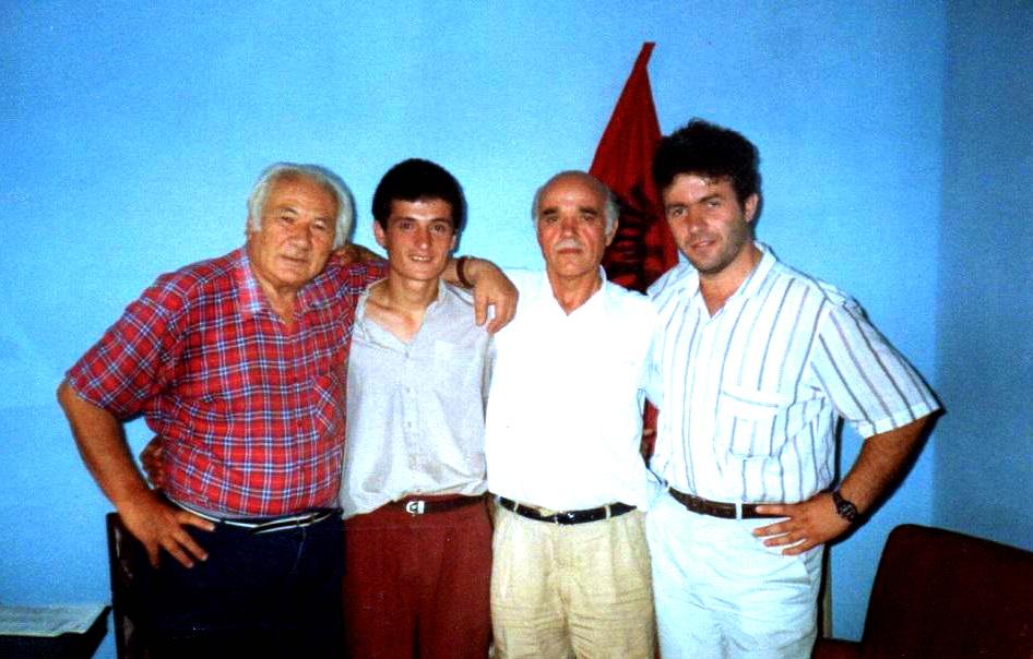 Lazёr Radi, Bardh Ukcamaj, Hazir Shala, Arben Lika nё takimin e parё nё Selinё Forumit Rinor - Tiranё, 20 gusht 1992