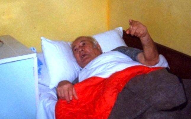 Lazёr Radi i sëmurë me iscemi celebrale- Tiranё, korrik 1992
