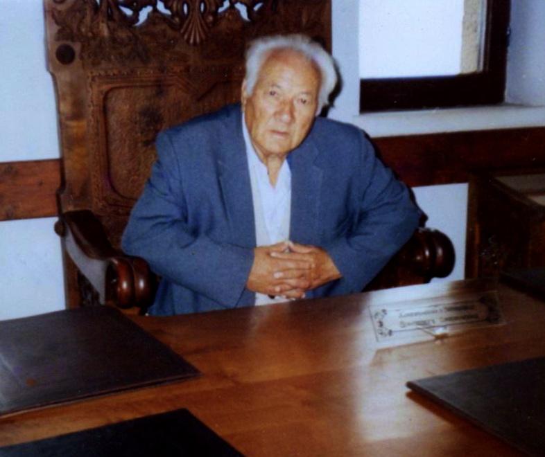 Dr. Lazёr Radi, veprimtar i Lёvizjes Kombёtare nё Sallёn e Fronit tё Skanderbeut - Krujё, 21 shtator 1996