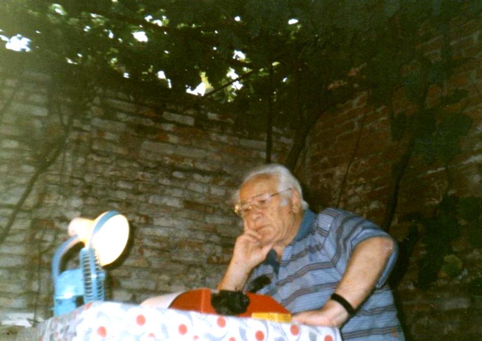 Shpesh punonte deri vone nen tende me abazhur - Tiranё 1992