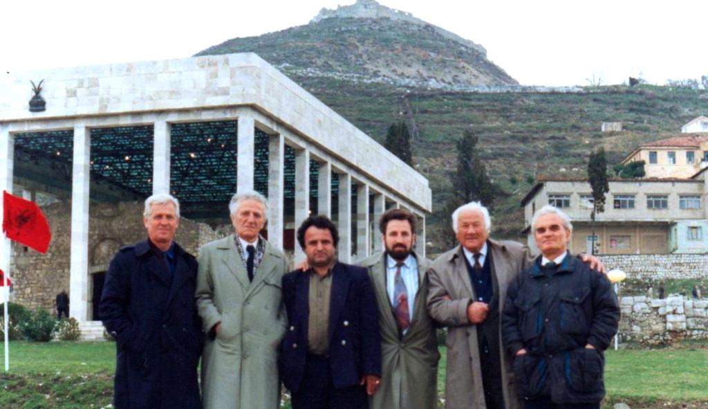 Bujar Llapi, X, X, X, Lazёr Radi, Agim Shehu - Varri i Skёnderbeut nё Lezhё