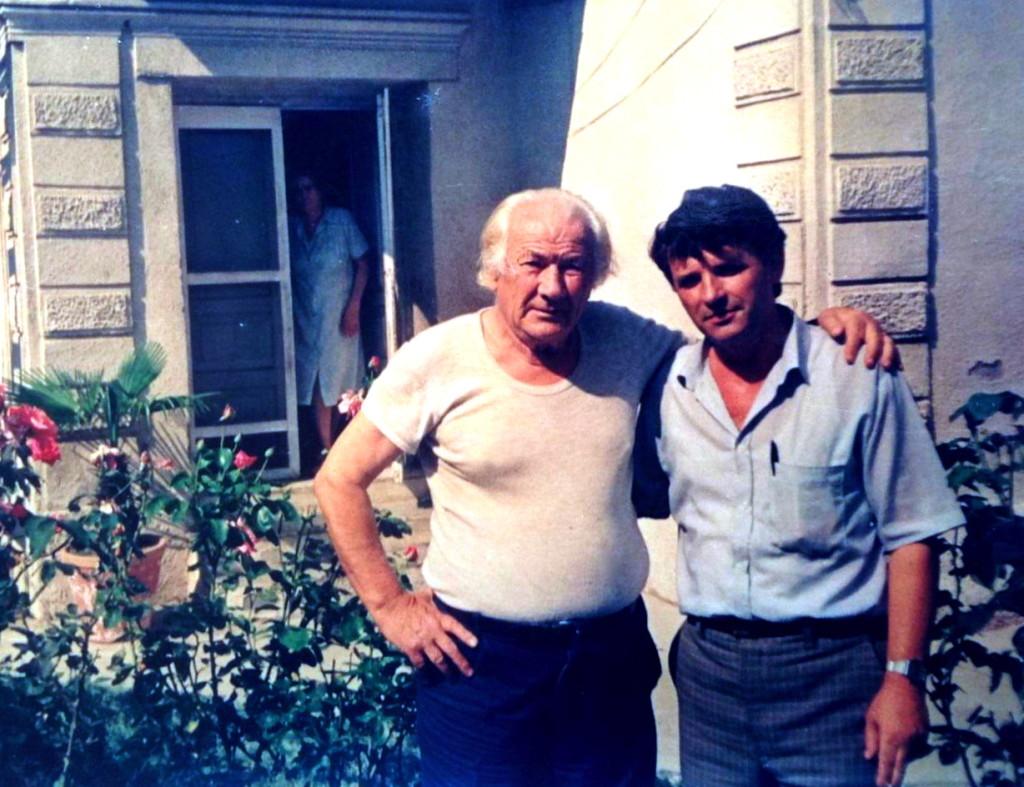 Lazёr Radi me profesorin e fizikёs  Minella Dani - Tiranё, verё 1992