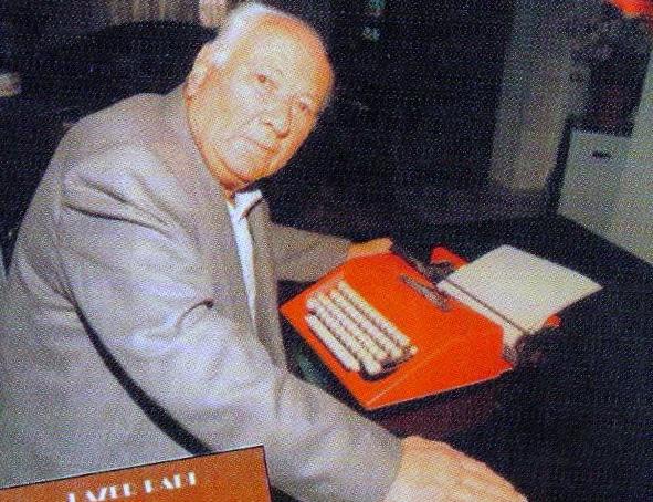"""Lazёr Radi dhe makina e shkrimit """"Olivetti"""" - mikja e tij e pandarё."""