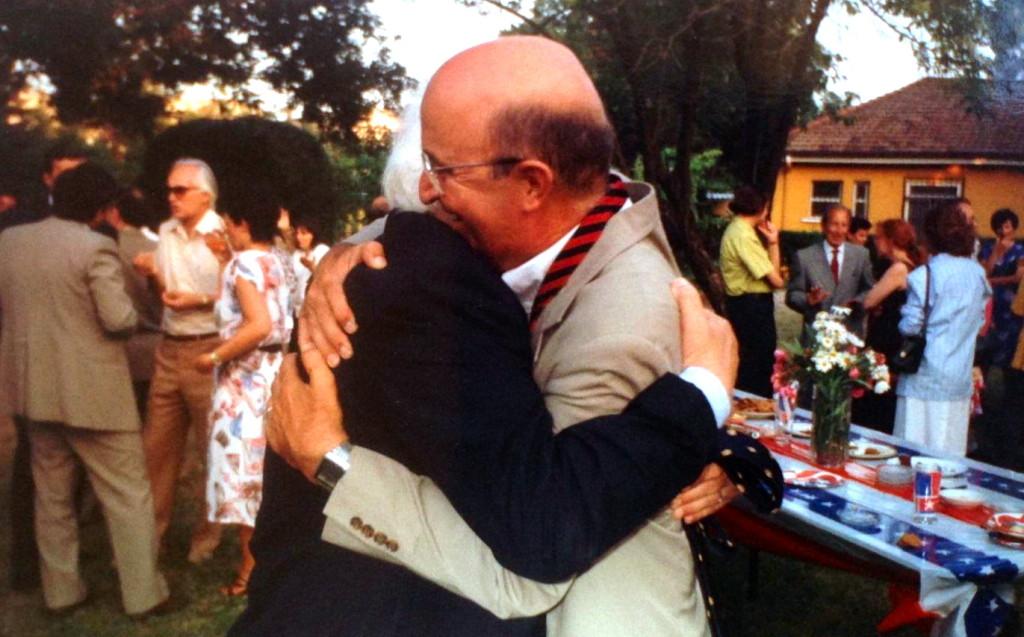 Lazёr Radi dhe Ambasadorin  William Ryerson - Tiranё 1993