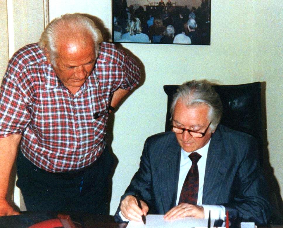 Zyra e Luciano Radit (PDC) nji pёrkushtesё nё librin e tij - Romё, 9 korrik 1991Zyra e Luciano Radit (PDC) nji pёrkushtesё nё librin e tij - Romё, 9 korrik 1991