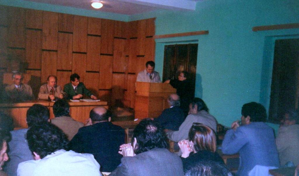 """Prenjo Ymeri nё bibliotekёn e Lushnjes - Promovimin e librit """"Muret e Muzgut"""" tё Lazёr e Jozef Radit - Lushnje 10 dhjetor 1993"""