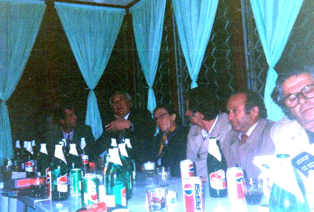 Koktej nё lokalin e Qenam Butkёs mbas promovimit - Lushnje 10 dhjetor 1993