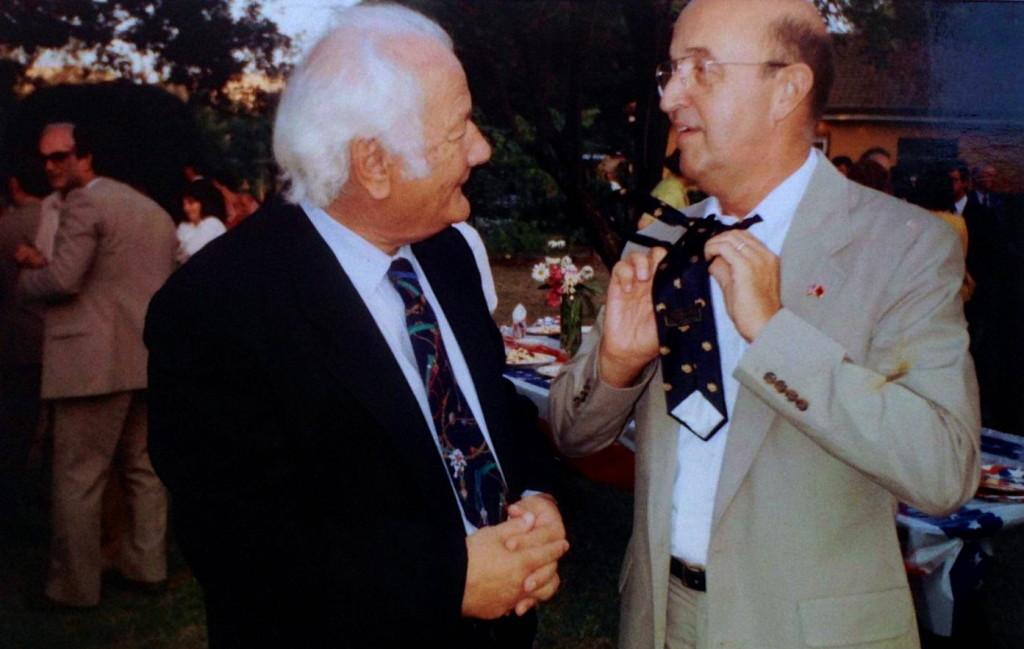 Lazёr Radi shkёmben kravatat me Ambasadorin William Ryerson - Tiranё 1993