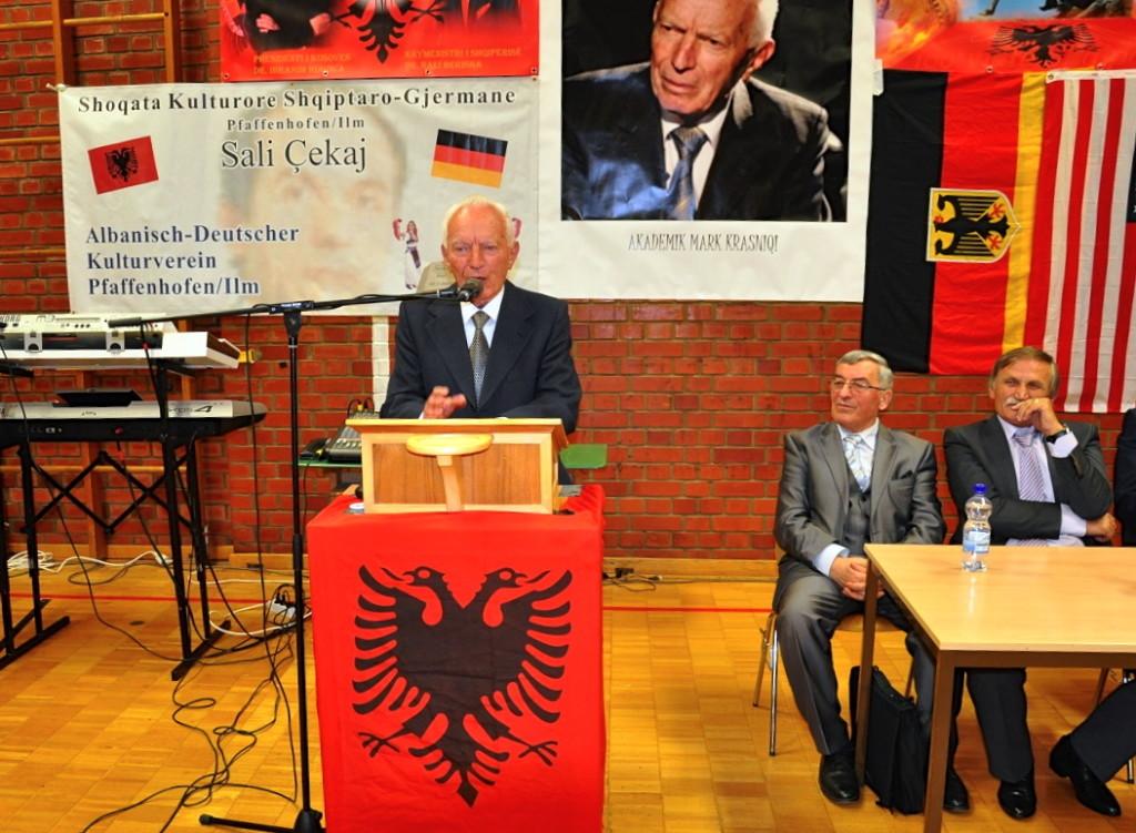 Mark Krasniqi duke folur ne Gjermani