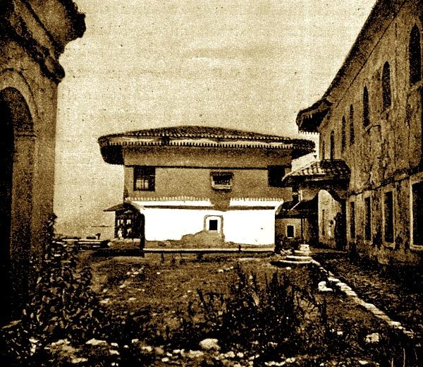 Library in the bazaar quarter of Shkodra (Photo: Theodor Ippen, 1907).