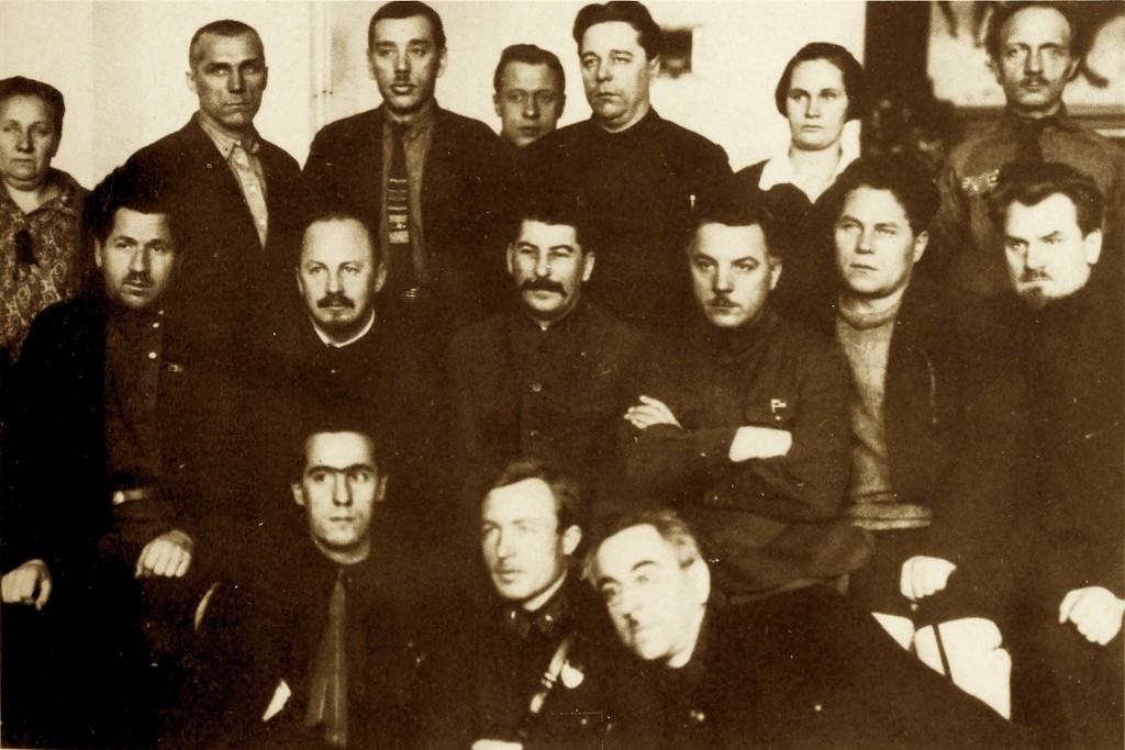 """Stalini, Bukharini, Voroshilovi dhe shumë prej atyre që do të pësonin """"Spastrimet e Mëdha '36-'38"""""""