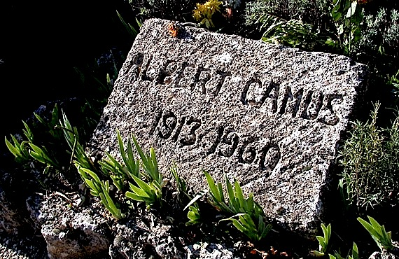 Pllaka e varrit e  Albert Camy