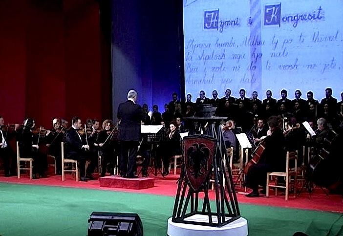 Orkestra e T.O.B-it nё ekzekutimin e Himnit tё Kongresit tё Lushnjes, Janar 2012