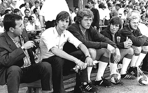 Foto e të famshmit Johan Krojf në Tiranë,  gjatë ndeshjes 17 Nëntori-Ajaks, 16 Shtator 1970