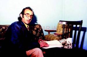 Duke shkruar ne karrige... Frederik Reshpja
