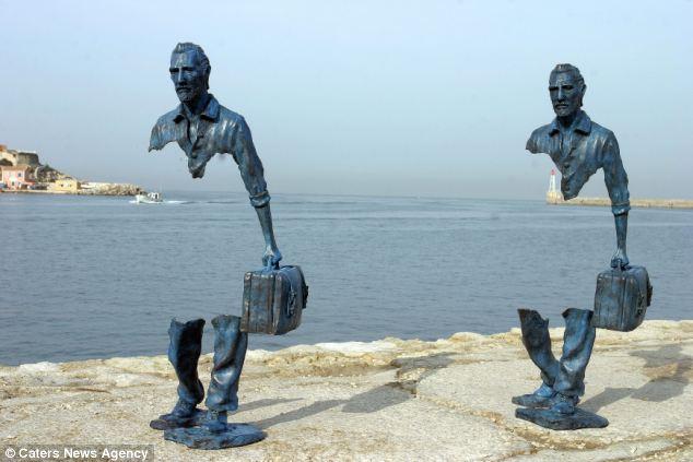 Emigranti - Dy skulptura përballë detit në Marsejë - Bruno Catalano