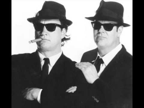 Dan Aykroyd  dhe  Jim Belushi ne filmin The Defenders