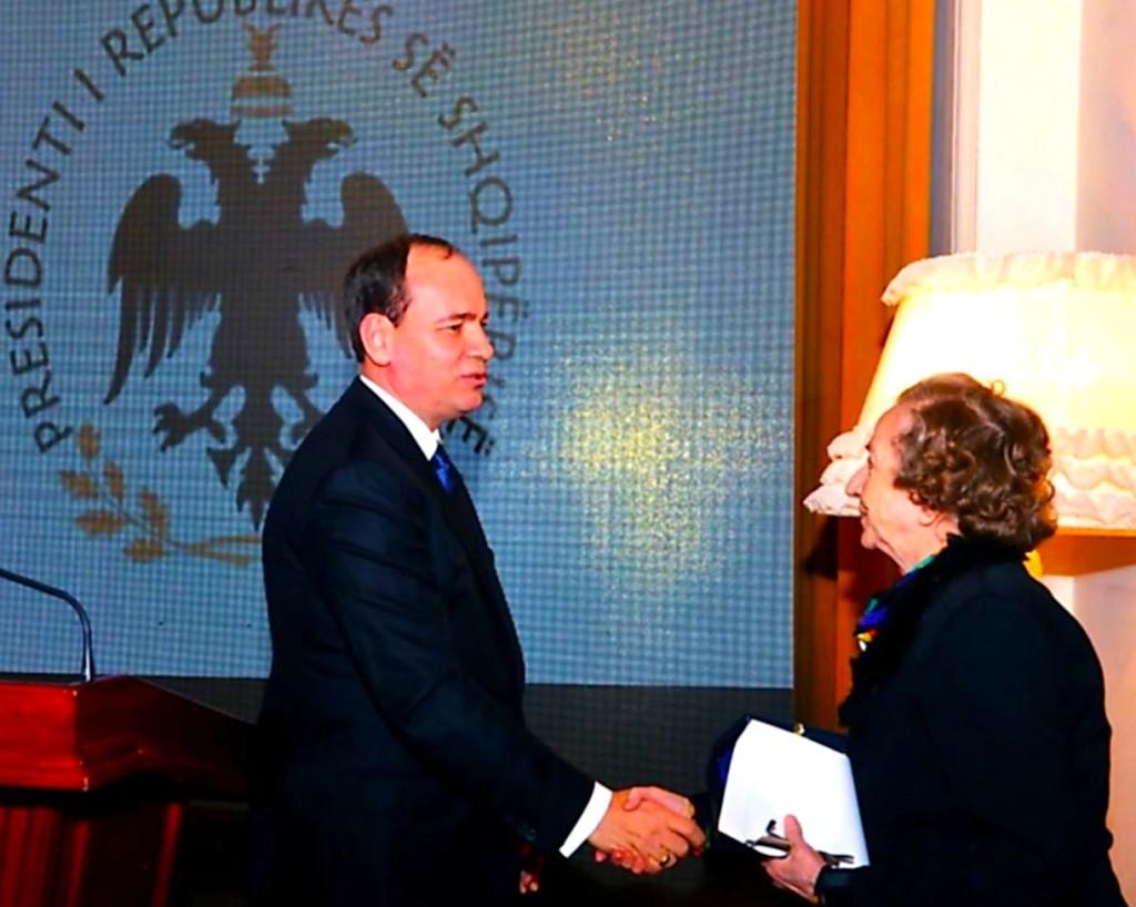 Presidenti i Republikes dekoron Robert Shvarc