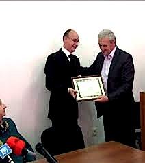 Robert Shvarc Qytetar Nderi i Shkodrës Edvin Shvarc nderohet nga Kryetari i K. B. Sh. - Bardhyl Lohja