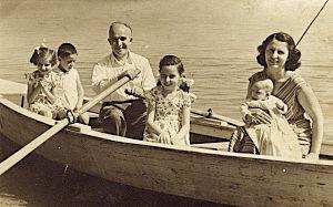 Mitrush Kuteli dhe Familja
