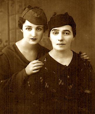 Nëna dhe motra e Erifilit - Amalia Bezhani (Kolea) dhe Evrinomi (foto e vitit 1940)