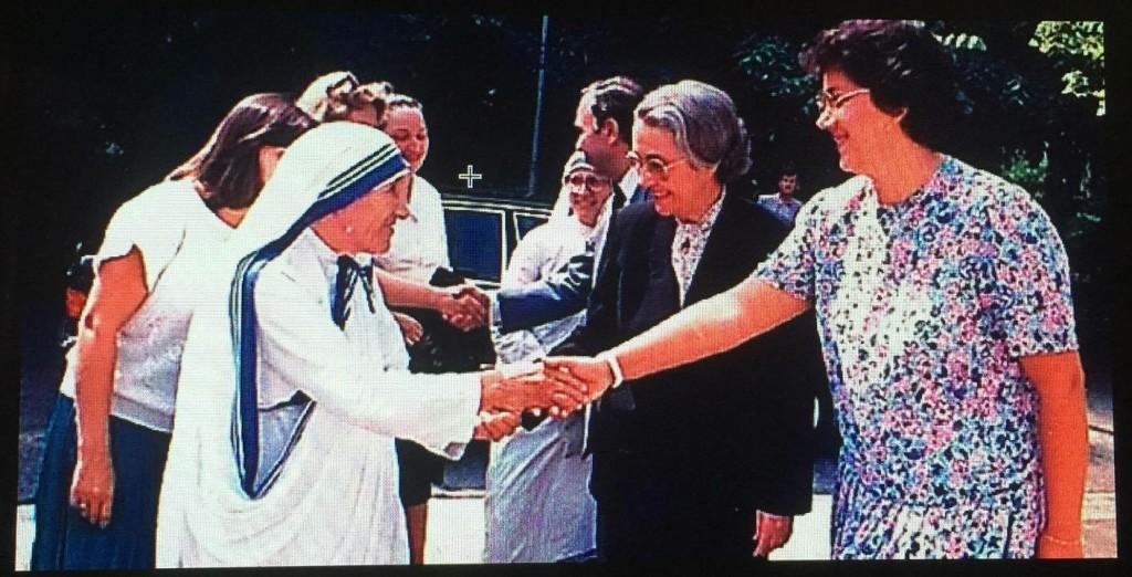 Kryetarja e Fronti Demokratik dhe e Bija... presin Nënë Terezën - gusht 1989