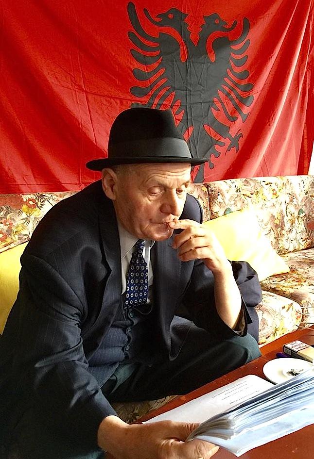 Poeti Uran Kostreci, në nji çast meditimi