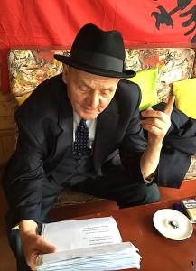 Uran Kostreci duke recituar sonetit për Mit'hat Frashërin
