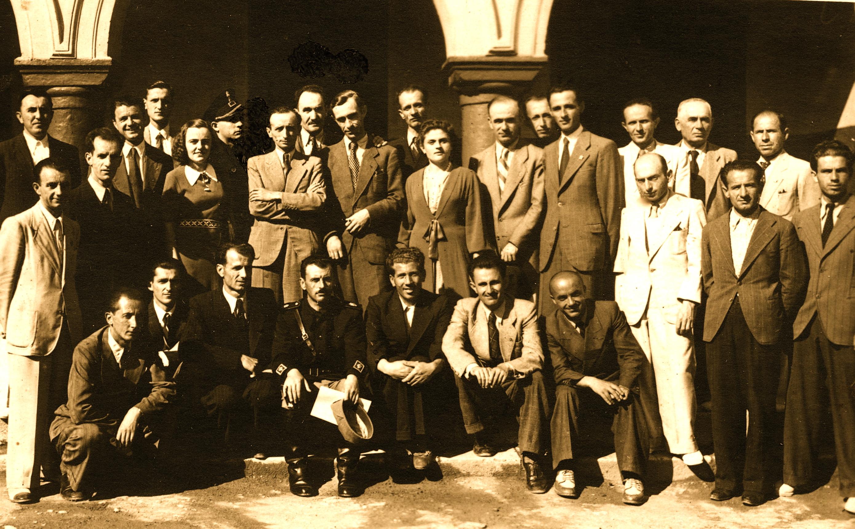 Prizren - 13 korrik, 1941 Rreshti i parë në këmbë, i katërti majtas, Kryetari i misionit, Ali Hashorva