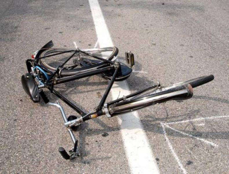 Biçikletë mbetur mes rruge...
