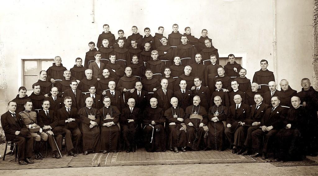 Kleri Katolik - pjesa me e madhe e të cilit u masakrua nga Komunizmi