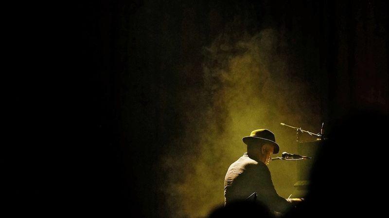 "Leonard Cohen: ""Mos e analizo shumë veten..."""