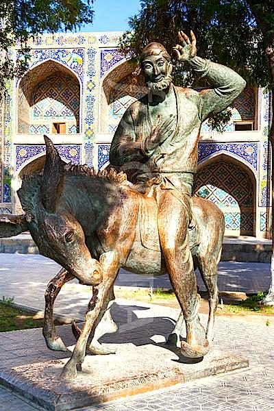 Statuja e Nastradin Hoxhës në Buhara